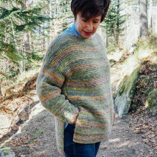 strikkepakken camelona i fabel og kidsilk erle. Her ser man genseren litt fra siden.