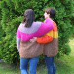 Trioline genser som strikkebakke i Myk Påfugl