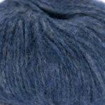 Bildet viser strikkegarnet Pus fra du store alpakka her i fargen 4004 blå.