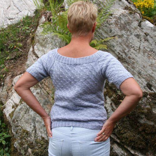 Oppskrift på dametoppen Lavendela i Duke silkegarn bildet viser bak