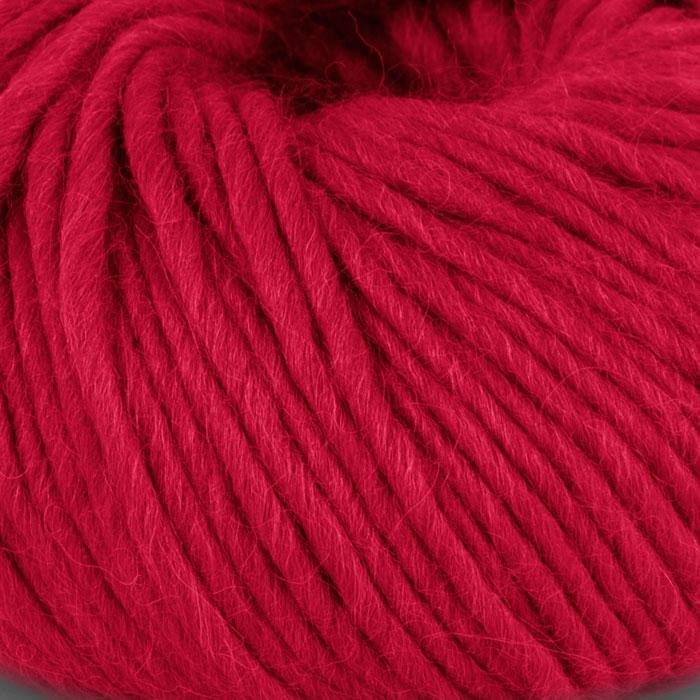 Bildet viser strikkegarnet Olava fra Camilla Pihl her i fargen 907 rød.
