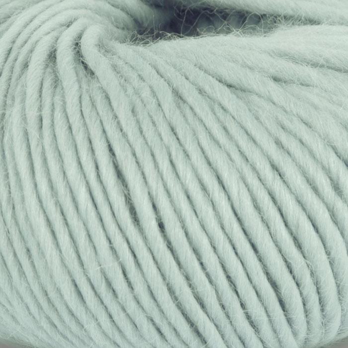 Bildet viser strikkegarnet Olava fra Camilla Pihl her i fargen 913 jadegrønn.