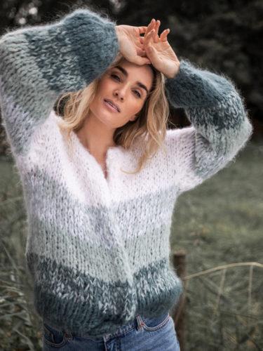 Crocus jakke strikket i Fnugg garn fra Camilla Pihl