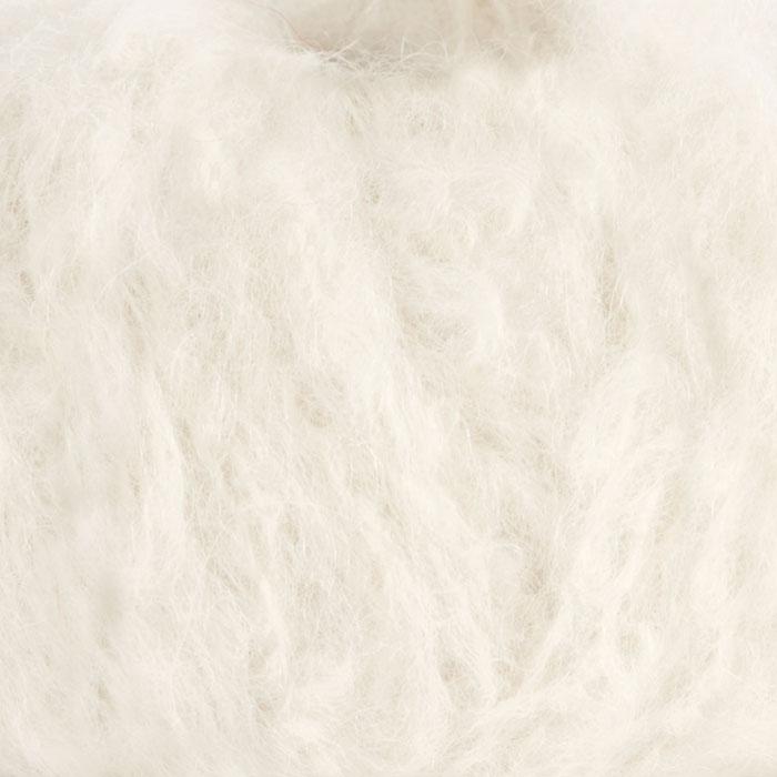Strikkegarnet Fnugg fra Camilla Pihl her i fargen 902 hvit