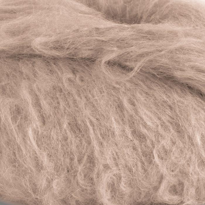 Strikkegarnet Fnugg fra Camilla Pihl her i fargen 905-kamel