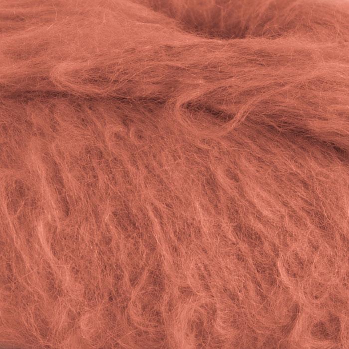 Strikkegarnet Fnugg fra Camilla Pihl her i fargen 911 aprikos