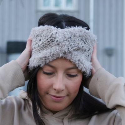 Twisted Polar Headband fra Camilla Lost in Crochet