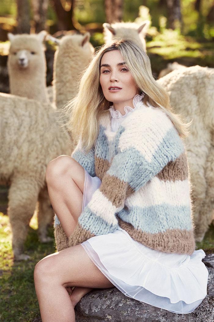 Strikkepakken inneholder mønster og garn fra Camilla Pihl til Kari genseren Cp016