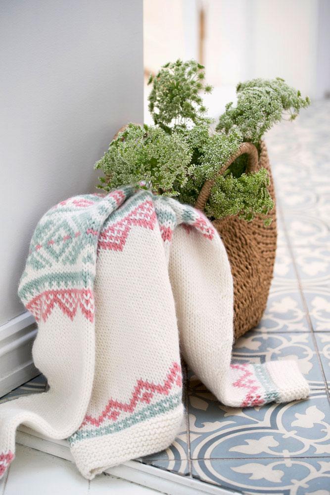 Strikkepakken inneholder mønster og garn fra Camilla Pihl til cp30 Iris genser-2