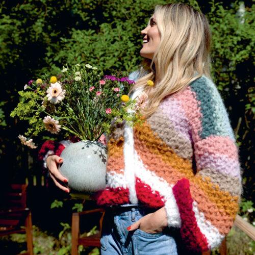 Adrianne jakken strikket i Fnugg garn fra Camilla Pihl