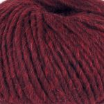 Olava garn fra Camilla Pih, 50 % alpakka og 50 % peruansk highland-ull. Her i fargen 928 bordauxmelert