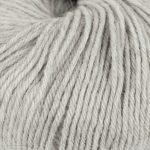 Strikkegarn Sterk fra Du store alpakka. Her i fargen 841 lys gråmelert.