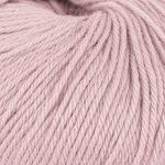 Strikkegarn Sterk fra Du store alpakka. Her i fargen 850 lys rosa.