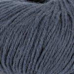 Strikkegarn Sterk fra Du store alpakka. Her i fargen 861 mørk gråblå.