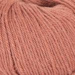 Strikkegarn Sterk fra Du store alpakka. Her i fargen 898 aprikos.