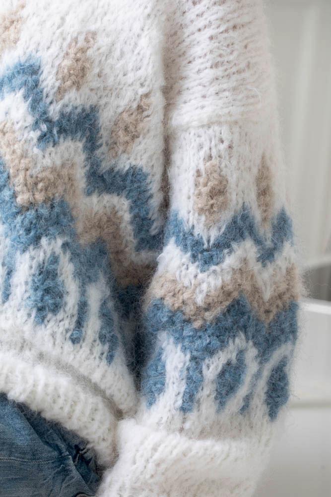 Strikkepakken inneholder mønster og garn fra Camilla Pihl til Cp17-17 Emerald genser 1