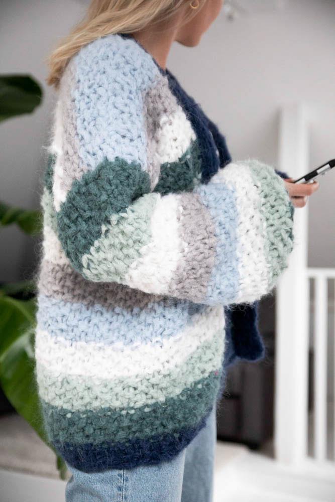 Strikkepakken inneholder mønster og garn fra Camilla Pihl til Adrianne jakke 19-01
