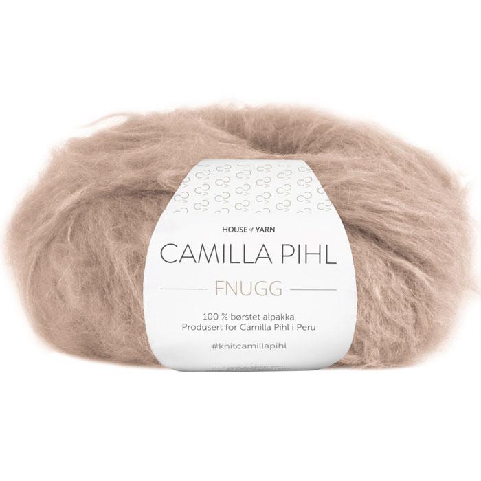 Fnugg garn fra Camilla Pihl. Supermykt alpakka garn her i fargen 905 kamel.