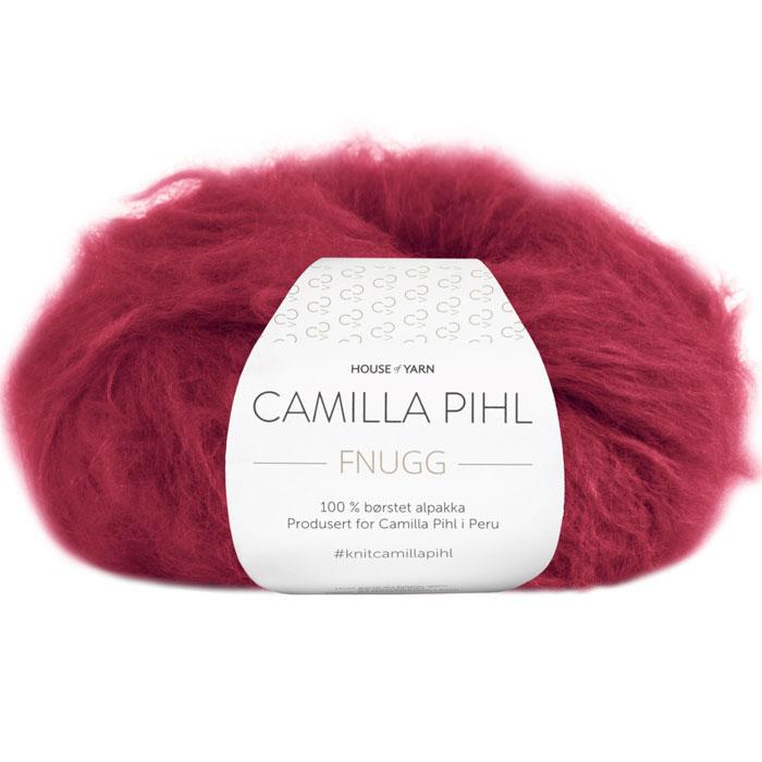 Fnugg garn fra Camilla Pihl. Supermykt alpakka garn her i fargen 923 rubinrød
