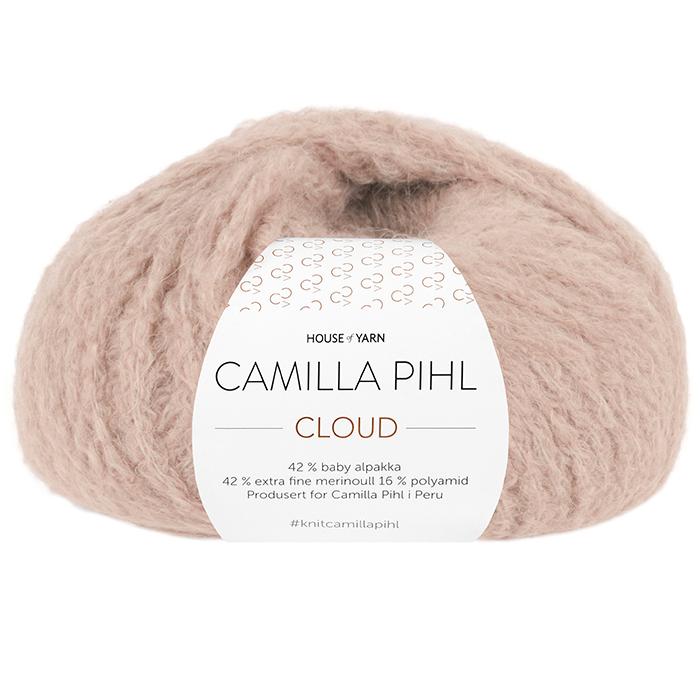 Bildet viser alpakkagarnet Cloud fra Camilla Pihl. Bildet har en hvit banderole rundt som er midtstilt. Nøstet er fotografert rett forfra. Her i fargen 204 beige rose.