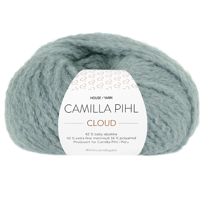 Bildet viser alpakkagarnet Cloud fra Camilla Pihl. Bildet har en hvit banderole rundt som er midtstilt. Nøstet er fotografert rett forfra. Her i fargen 217 støvet aqua.