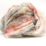 Bildet viser en hespe Fluffy mohair gradient mohairgarn fra Cowgirl blues. Her i fargen 27 sweet dreams.
