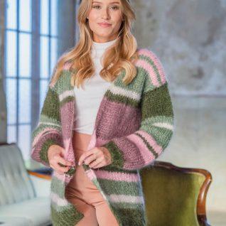 Strikkepakken inneholder mønster og garn fra Dalegarn til Pahsian cardigan som strikkes i Myk Påfugl. Her i rosa og grønne toner.