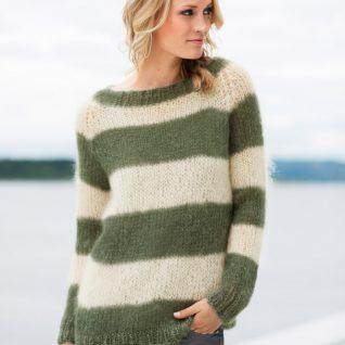 Strikkepakken inneholder mønster og garn fra Dalegarn til Acne-genser i armygrønn Myk Påfugl garn.