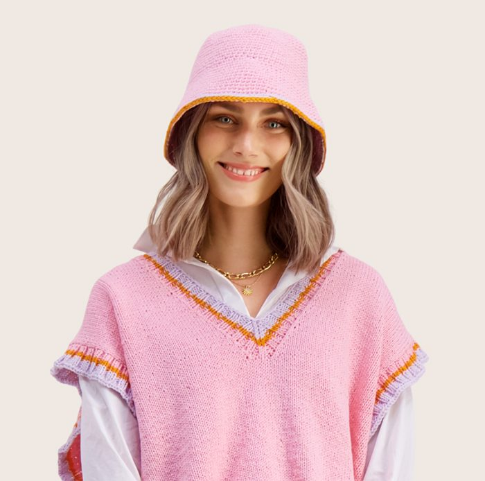Strikkepakken inneholder mønster og garn til Ida heklet hatt fra Ida Broen og Skappel . Designet i bomullsgarnet Frisk. Her i fargen rosa.