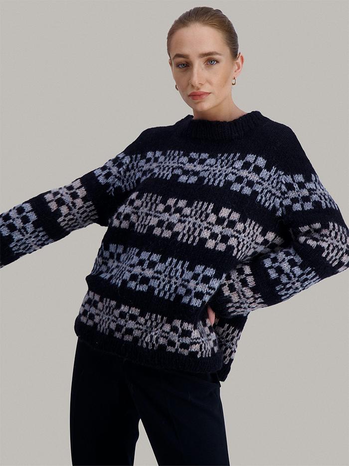 Strikkepakken inneholder mønster og garn fra Skappelstrikk til Sendai genser strikket i Myk garn.