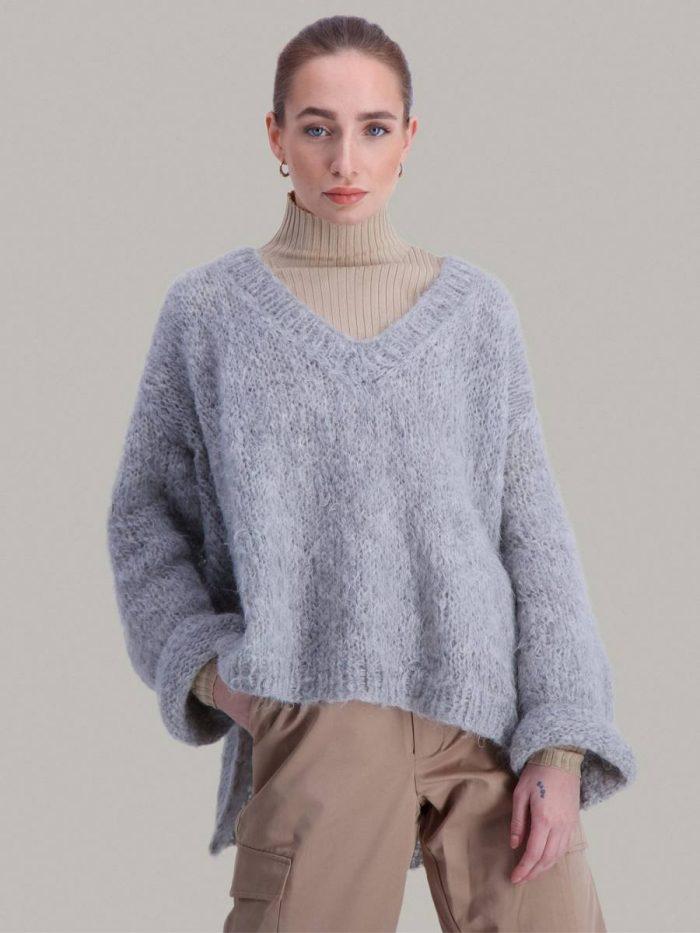 Strikkepakken inneholder mønster og garn fra Skappelstrikk til Ella genser strikket i Chic Mohair garn.