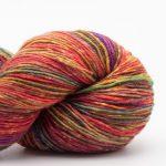 Bildet viser en hespe flerfarget Lazy Rock Yarn fra Krenke soul wool. Her i fargen Brittas Favorite.