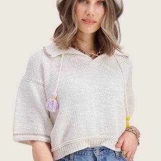 Strikkepakken inneholder mønster og garn fra Skappel strikk og Ida Broen til Solsikke-genser i hvitt Frisk garn