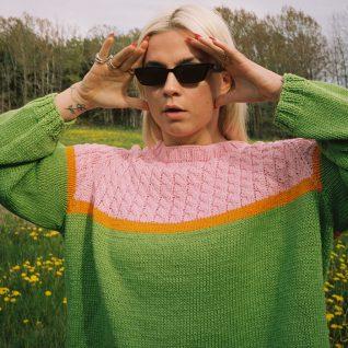 Strikkepakken inneholder mønster og garn fra Skappel strikk og Ida Broen til Bobba-genser i grønn 811 Frisk garn.