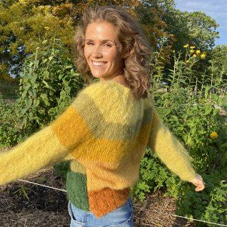 Strikkepakken ColorId en myk mohair genser strikket i Myk Påfugl fra Dalegarn